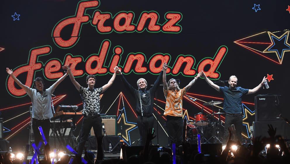 INGLEWOOD, CA - DECEMBER 10:  (L-R) Dino Bardot, Julian Corrie, Alex Kapranos, Paul Thomson, and Bob Hardy of Franz Ferdinand