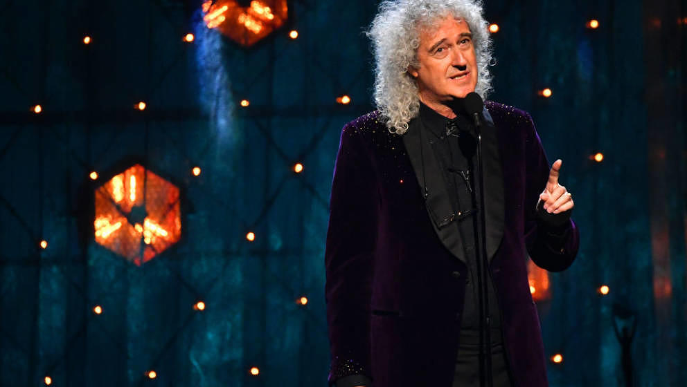 NEW YORK, NEW YORK - MARCH 29: Queen's Brian May presents Def Leppard onstage at the  2019 Rock & Roll Hall Of Fame Ind