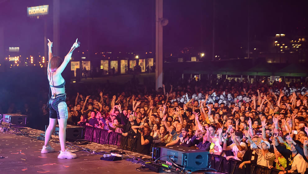 Charli XCX soll nächstes Jahr beim Primavera Sound Festival auftreten.