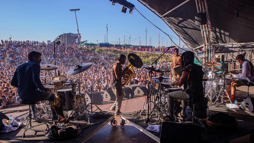 Beim Primavera 2019: Die britische Band Sons of Kemet spielte mit vier (!) Drummern ihren hochbeweglichen, postmodernen Jazz.
