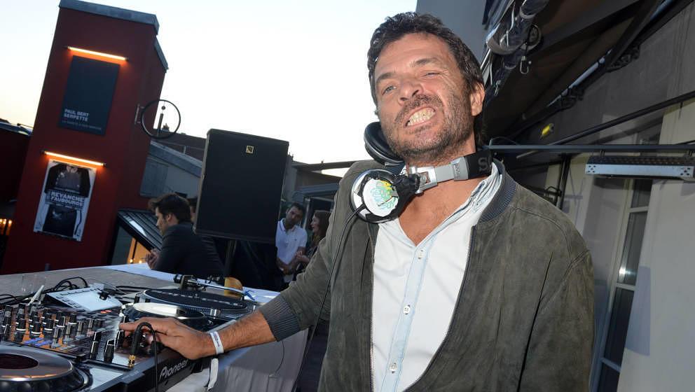 Philippe Zdar (Philippe Cerboneschi) von Cassius, hier bei einem Set 2015 in Paris, starb am 19. Juni 2019 nach einem Sturz aus einem Hochhausfenster in Paris