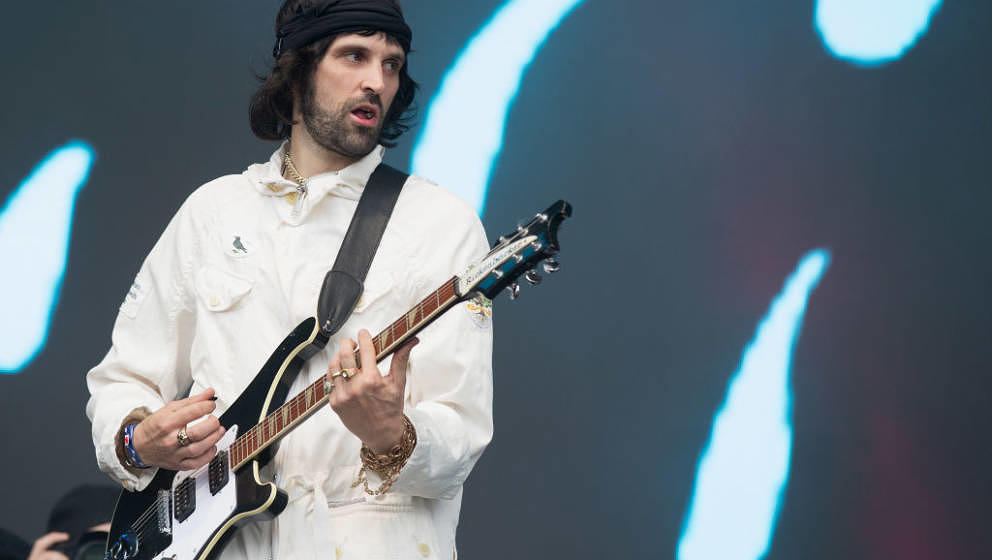 HULL, ENGLAND - MAY 27:  Sergio Pizzorno of Kasabian performs on stage at  Day 1 of BBC Radio 1's Big Weekend 2017 at Burton
