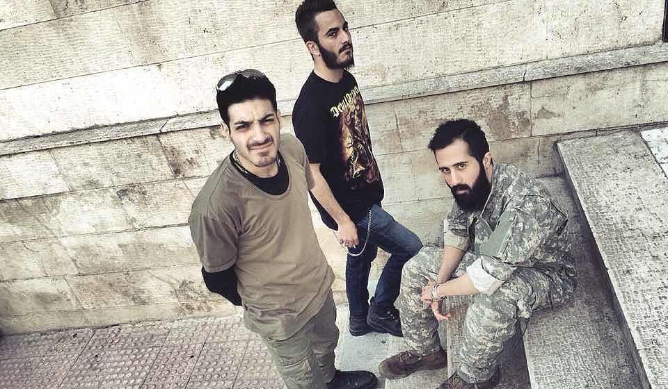 "Von links nach rechts: Drummer Shantiya ""DicTator"" Shokri, DJ Arash ""Chemical"" Ilkhani und Sänger und Gitarrist Nika"