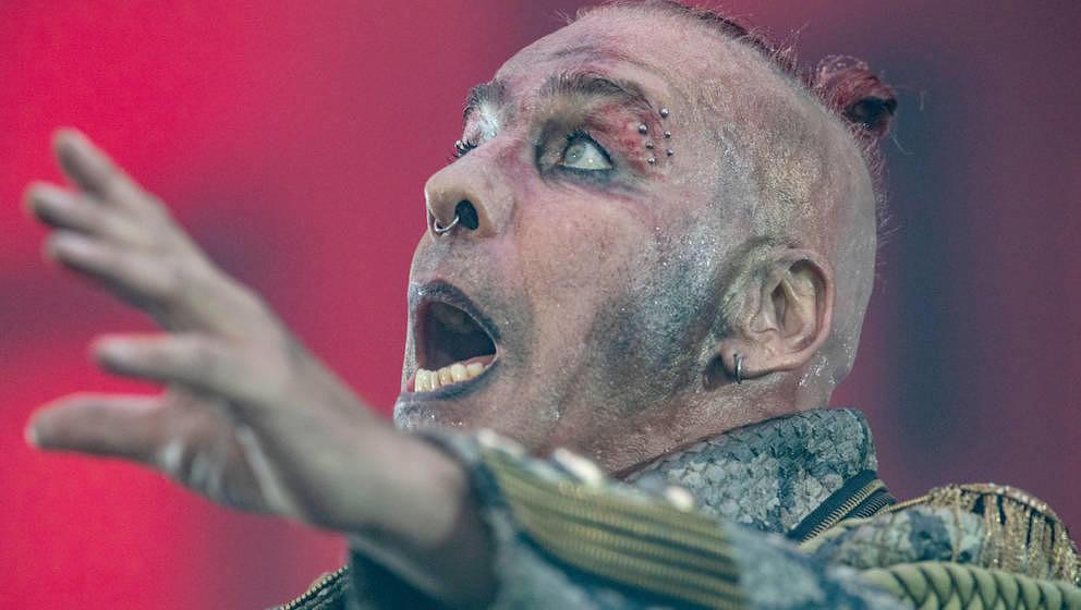 13.07.2019, Hessen, Frankfurt/Main: Till Lindemann, Frontsänger der deutschen Rockband Rammstein, singt in der Commerzbank-A