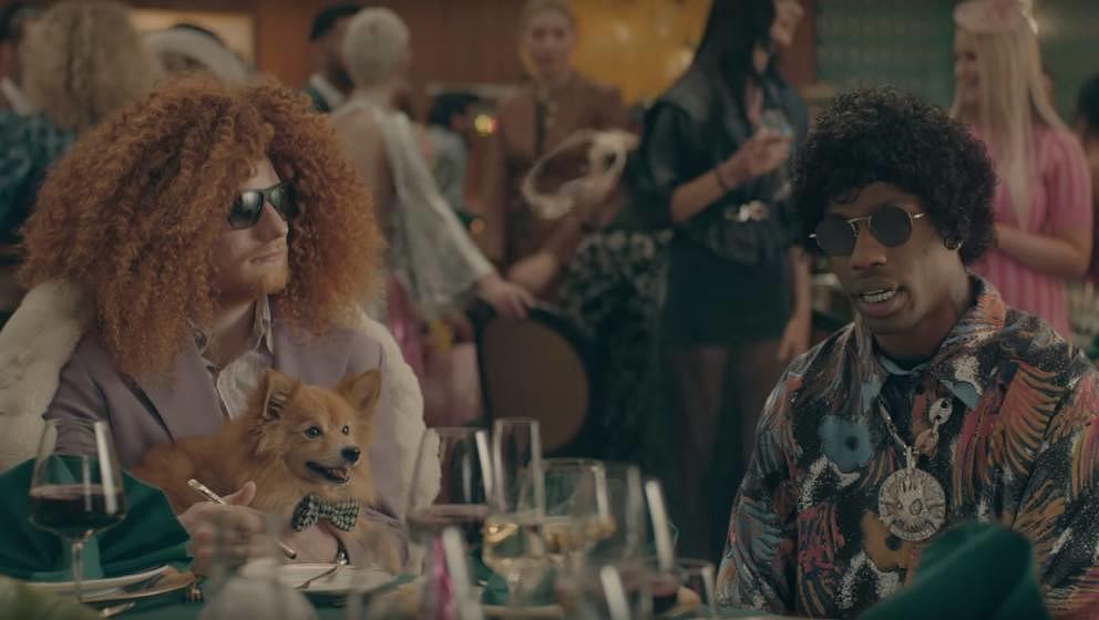 Ed Sheeran und Travis Scott in dem Video zu ANTISOCIAL