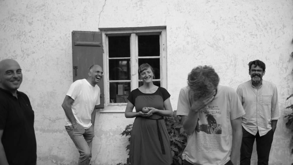 """Songpremiere: Hochzeitskapelle kündigen mit """"Sonido Amazonico"""" neues Album an - Musikexpress"""