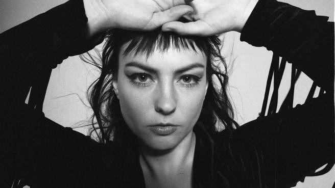 Angel Olsen kündigt neues Album WHOLE NEW MESS an – samt Musikvideo