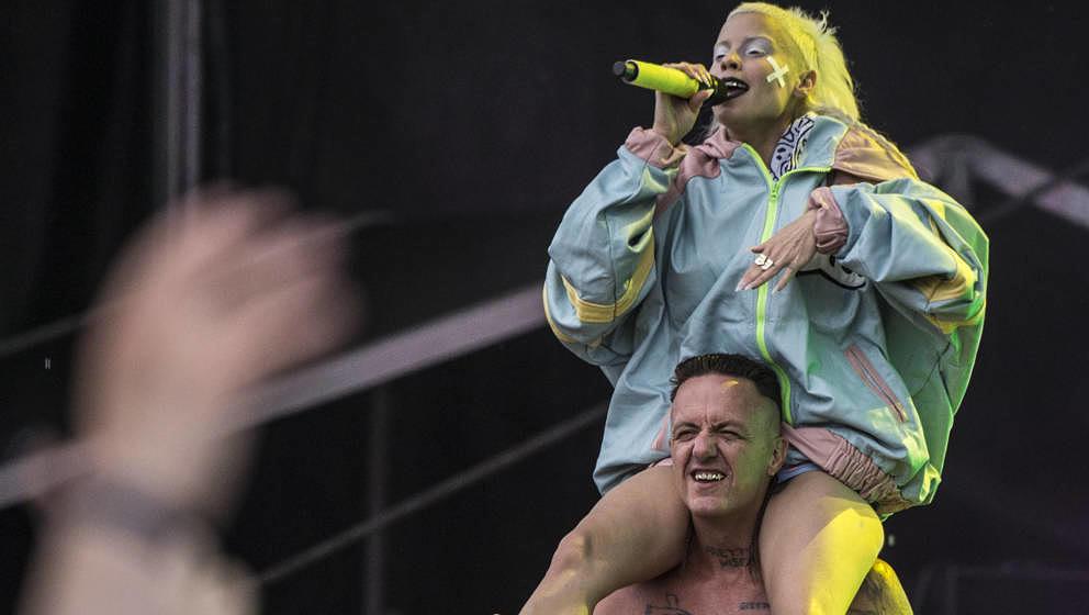 Die Antwoord: Video zeigt wie Ninja und Yolandi Andy Butler homophob beschimpfen und angreifen - Musikexpress