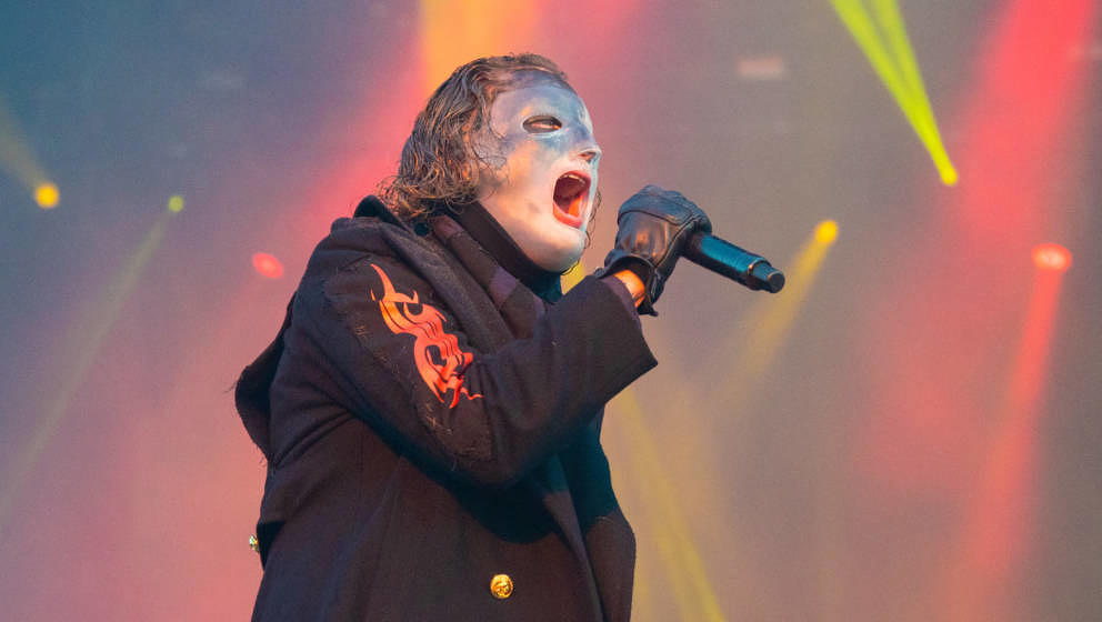 CASTLE DONINGTON, ENGLAND - JUNE 15:  (EDITORIAL USE ONLY) Corey Taylor of Slipknot performs on stage during day 2 of Downloa