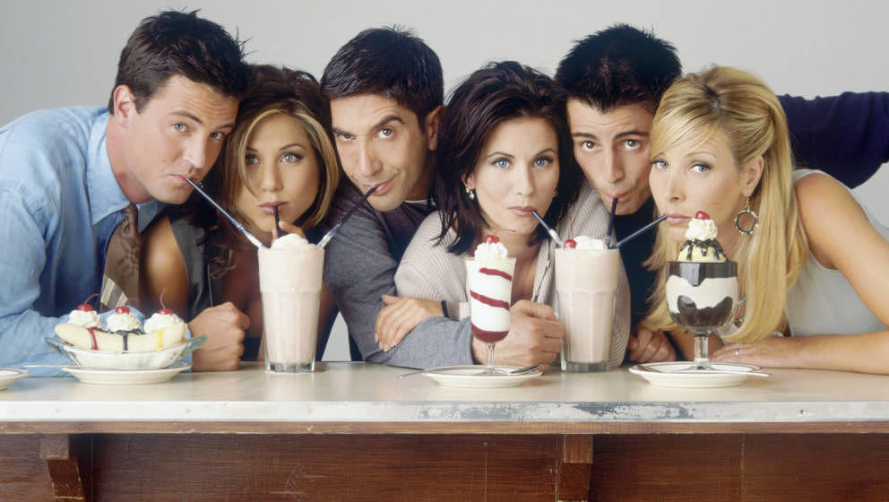 FRIENDS -- Season 2 -- Pictured: (l-r) Matthew Perry as Chandler Bing, Jennifer Aniston as Rachel Green, David Schwimmer as R