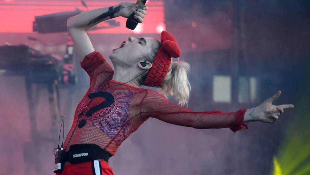LOS ANGELES, CA - AUGUST 27:  Singer Grimes performs onstage during FYF Festival at Los Angeles Sports Arena on August 27, 20