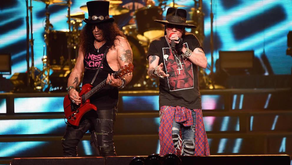 Slash und Axl Rose von Guns N'Roses bei einem Auftritt im Oktober 2017 in New York.
