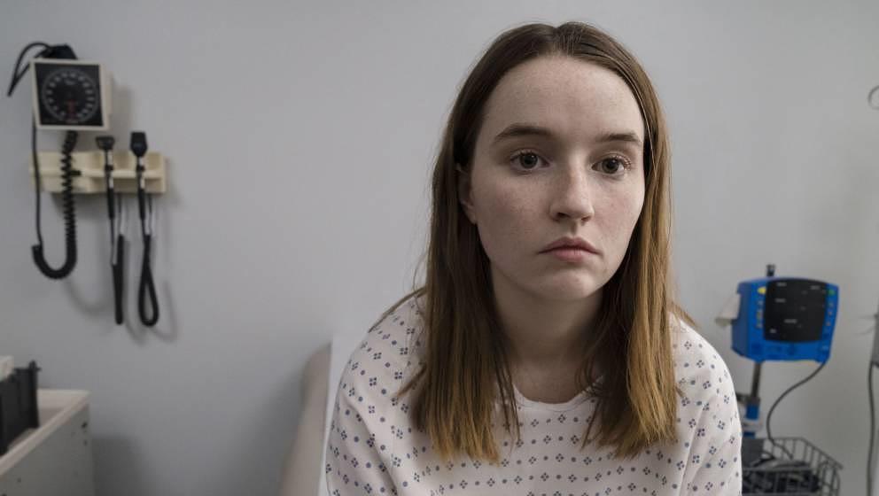 """Weiß scheinbar irgendwann selbst nicht mehr, was sie glauben soll: Marie Adler, in """"Unbelievable"""" gespielt von Kaitlyn Dever"""