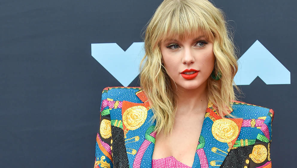 NEWARK, NEW JERSEY - AUGUST 26:  Singer Taylor Swift attends the 2019 MTV Video Music Awards red carpet at Prudential Center