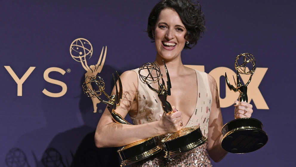 LOS ANGELES, CALIFORNIA - SEPTEMBER 22: Phoebe Waller-Bridge poses with awards for Outstanding Comedy Series, Outstanding Lea