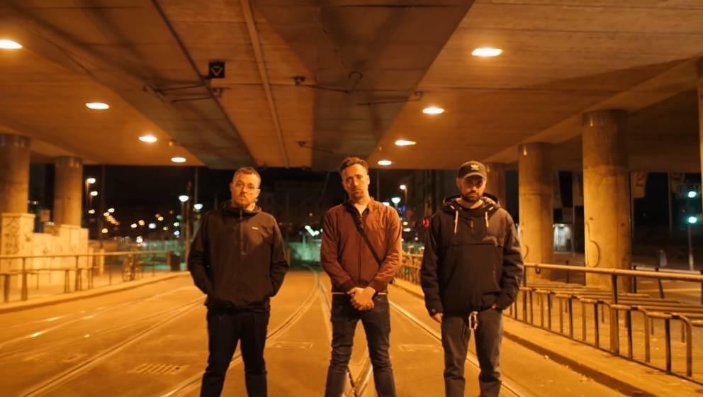 """Screenshot aus dem Video zu """"2013"""" von Antilopen Gang"""