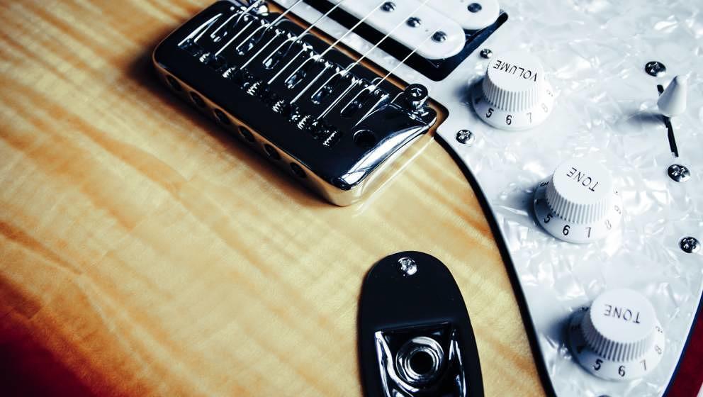 Fender und Epiphone: Die beiden Hersteller bauen einige der beliebtesten E-Gitarren