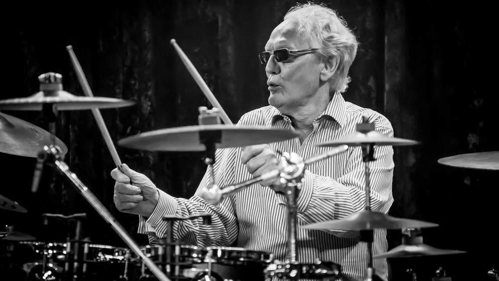 Ginger Baker, hier mit seiner Band Airforce 3 am 26. Januar 2016 in London. Der Cream-Schlagzeuger starb am 06. Oktober 2019 im Alter von 80 Jahren.