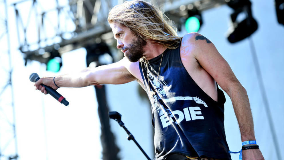 REDONDO BEACH, CALIFORNIA - MAY 04: Musician Taylor Hawkins of Foo Fighters and Chevy Metal performs onstage during Day 2 of
