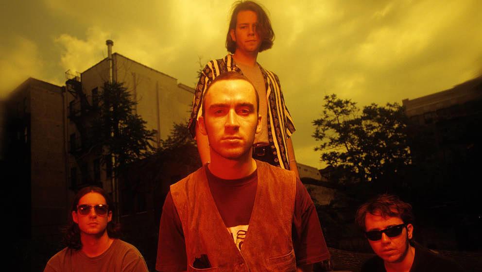 Fischaugenoptik, genau so ein Relikt aus den 90ern wie die Band Live, hier im Jahr 1995.
