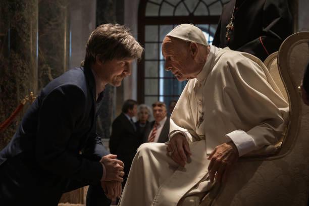 Erschummelt sich sogar eine Audienz beim Papst: Alfons Zischl (Maximilian Brückner)