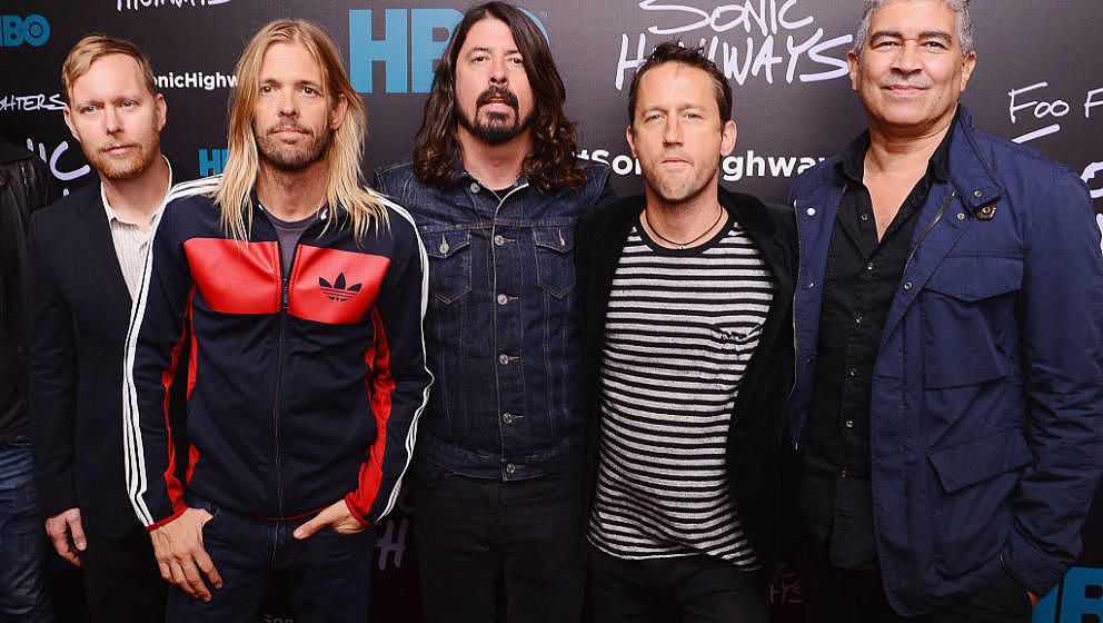 NEW YORK, NY - OCTOBER 14:  Musicians Nate Mendel, Taylor Hawkins, Dave Grohl, Chris Shiflett, and Pat Smear of The Foo Fight