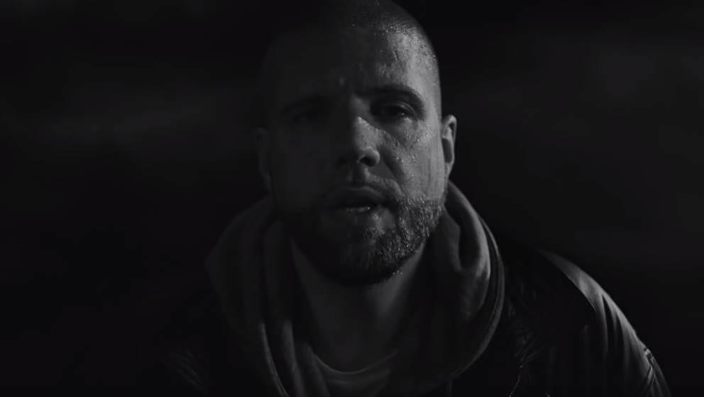 """Ein paar Sekunden später geht er fast unter: Tua in seinem neuen Musikvideo zu """"Wenn ich gehen muss"""""""