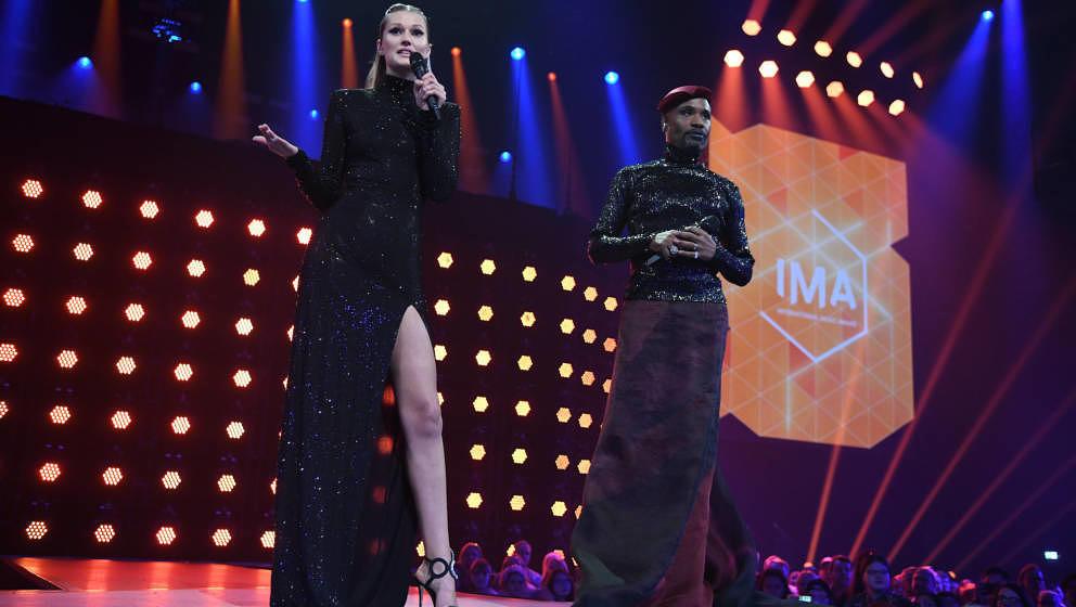 Toni Garrn und Billy Porter | IMA - International Music Award in der Verti Music Hall in Berlin am 22.11.2019