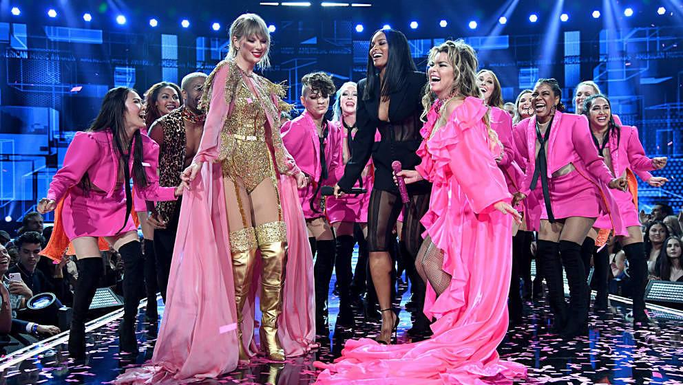 Taylor Swift, Ciara und Shania Twain gemeinsam auf der Bühne bei den American Music Awards 2019