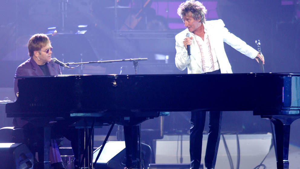 LAS VEGAS - SEPTEMBER 28:  Singers Sir Elton John (L) and Rod Stewart perform 'Your Song' at the 7th Annual Andre Agassi Char