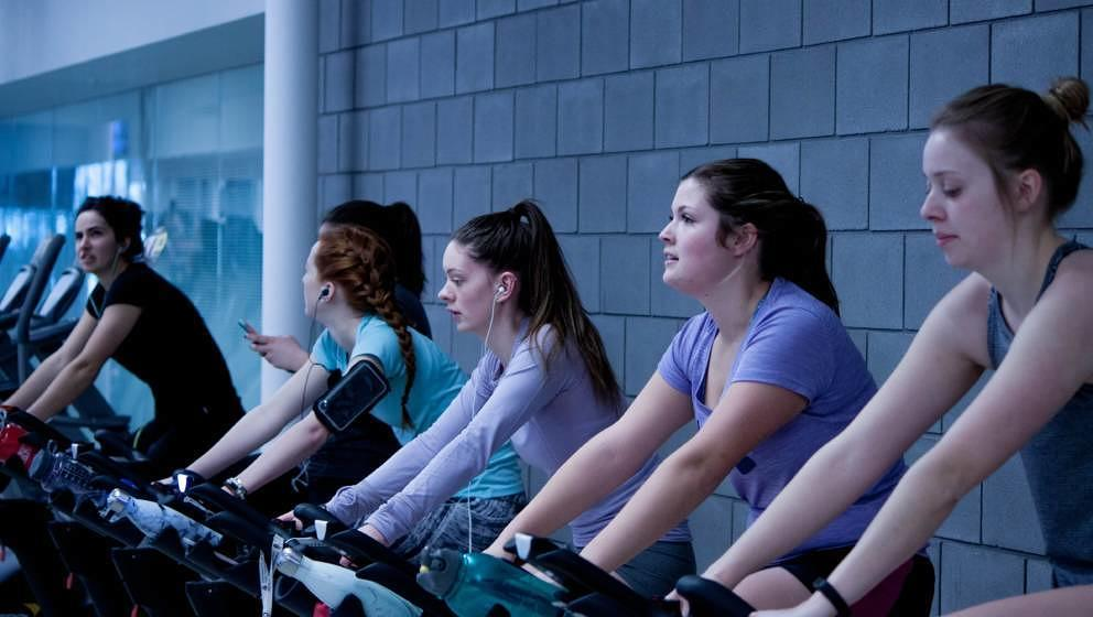 Sportkopfhörer sorgen für Motivation im Gym oder im Grünen.