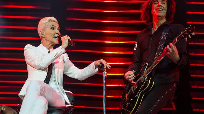 Marie Fredriksson live mit Per Gessle: Roxette am 13. Juli 2015 in London. Die Sängerin starb am 9.Dezember 2019 mit 61 Jahren an den Folgen einer Krebserkrankung.
