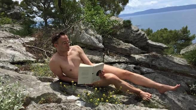 Findet in jeder Lebenslage Zeit für ein gutes Buch: Linus Volkmann