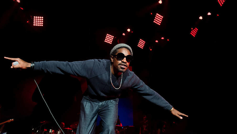 ATLANTA, GA - SEPTEMBER 10:  Andre 3000 performs on stage at Lakewood Amphitheatre on September 10, 2016 in Atlanta, Georgia.