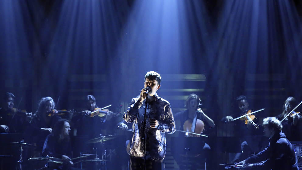 THE TONIGHT SHOW STARRING JIMMY FALLON -- Episode 1178 -- Pictured: Musical guest James Blake performs on December 18, 2019 -