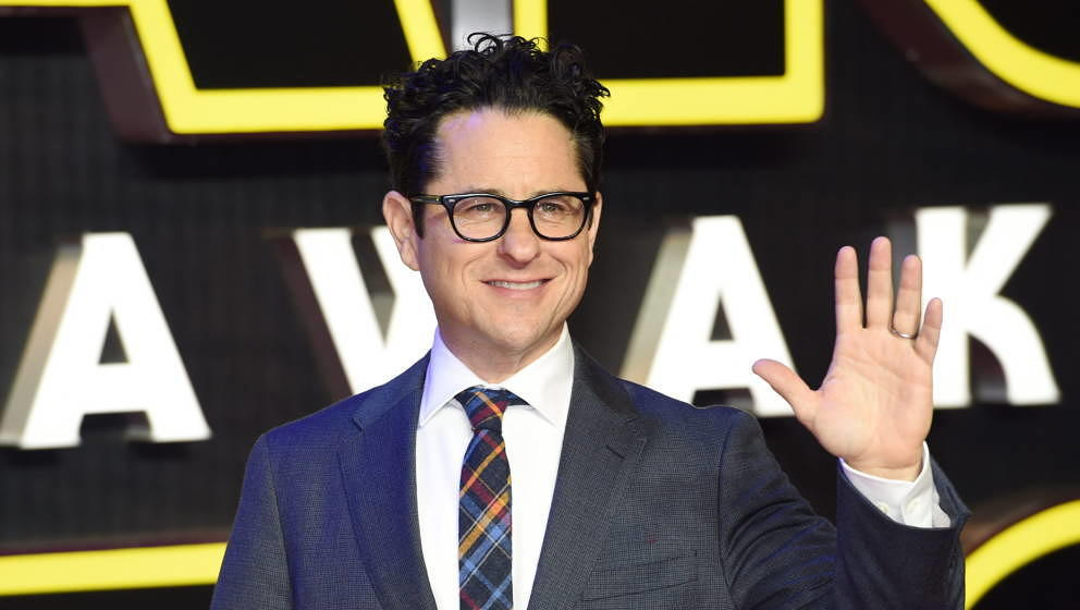 epa05071722 US director JJ Abrams arrives to the European premiere of the film 'Star Wars: The Force Awakens' in Leicester sq