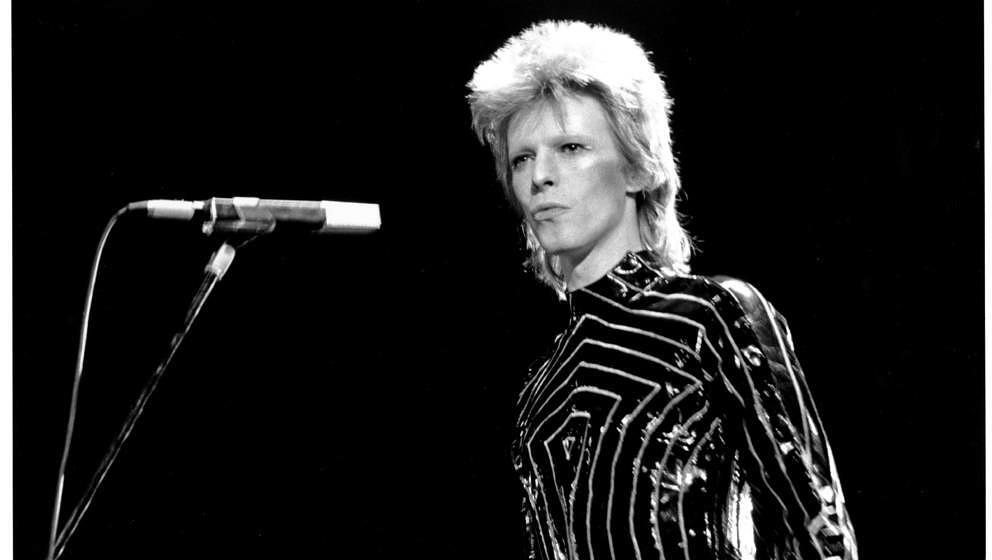 LONG BEACH - MARCH 10: Musician David Bowie performs onstage on March 10, 1973 in Long Beach, California. (Photo by Michael O