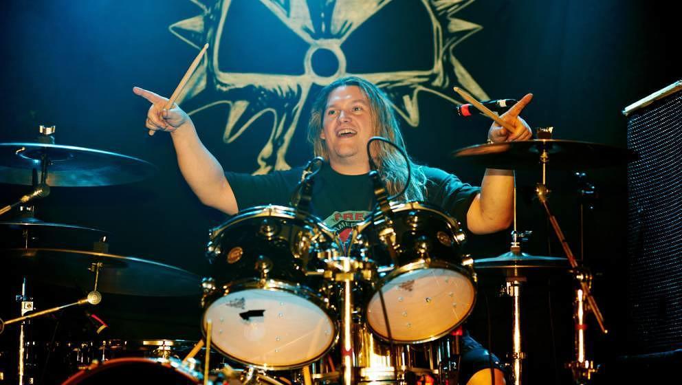 Reed Mullin, Drummer von Corrosion Of Conformity (hier 2011), starb Ende Januar 2020 im Alter von 53 Jahren. Die Todesursache war anfangs nicht öffentlich bekannt.