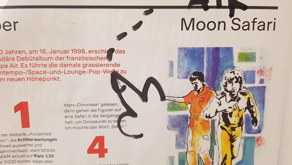 """Foto einer Seite aus dem gedruckten Musikexpress, auf der es über Airs Platte """"Moon Safari"""" geht. Linus Volkmann hat einen Pimmel darauf gemalt."""