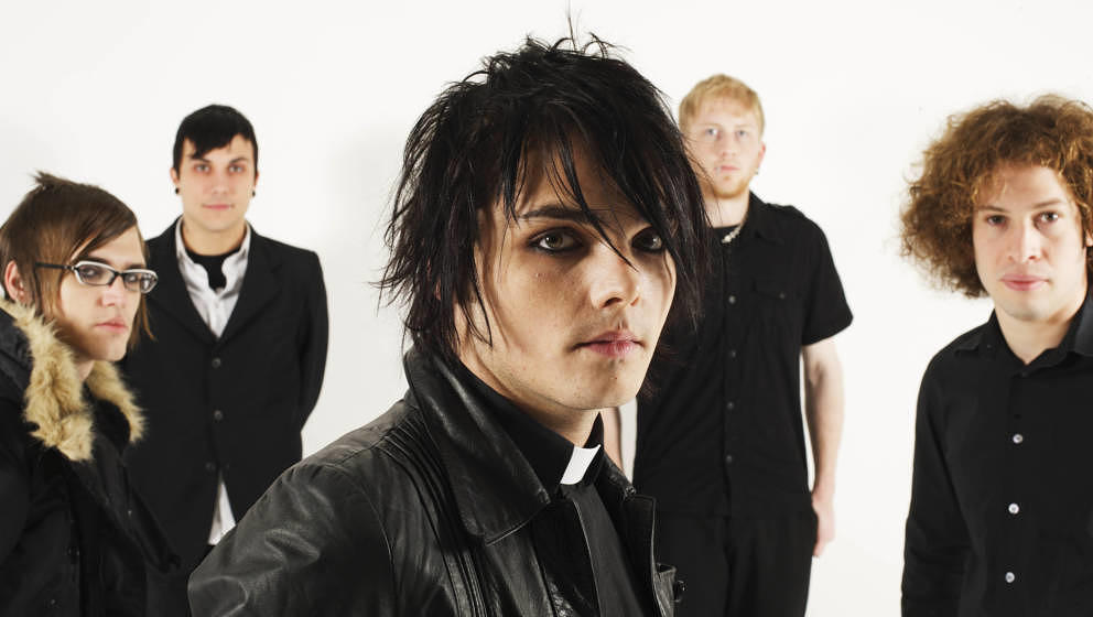 UNSPECIFIED - NOVEMBER 01:  STUDIO  Photo of Frank IERO and Gerard WAY and Ray TORO and MY CHEMICAL ROMANCE, L-R: Mikey Way,