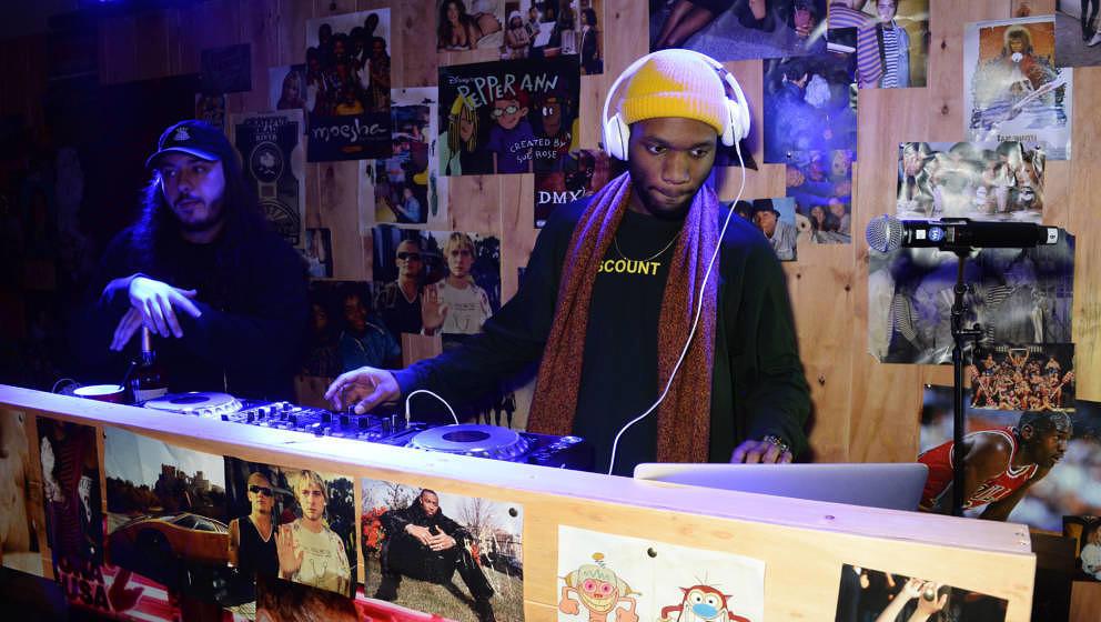 J Scott war Mitglied des sog. A$AP Mobs. Er war der DJ von A$AP Rocky und managte verschiedene Künstler. Sein Tod wurde am 3. Februar 2020 bekannt.