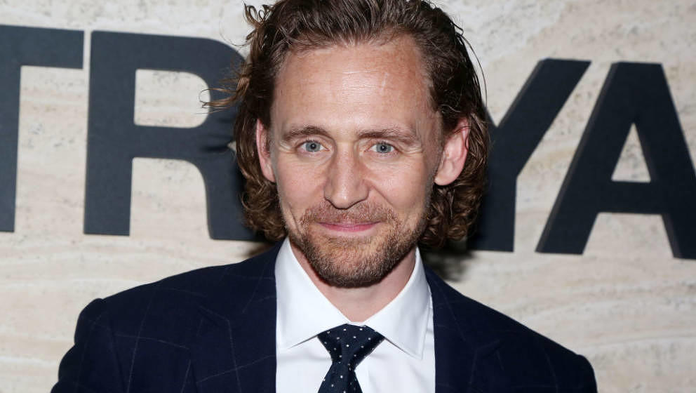 Tom Hiddleston gibt in neuer Serie den Politiker.