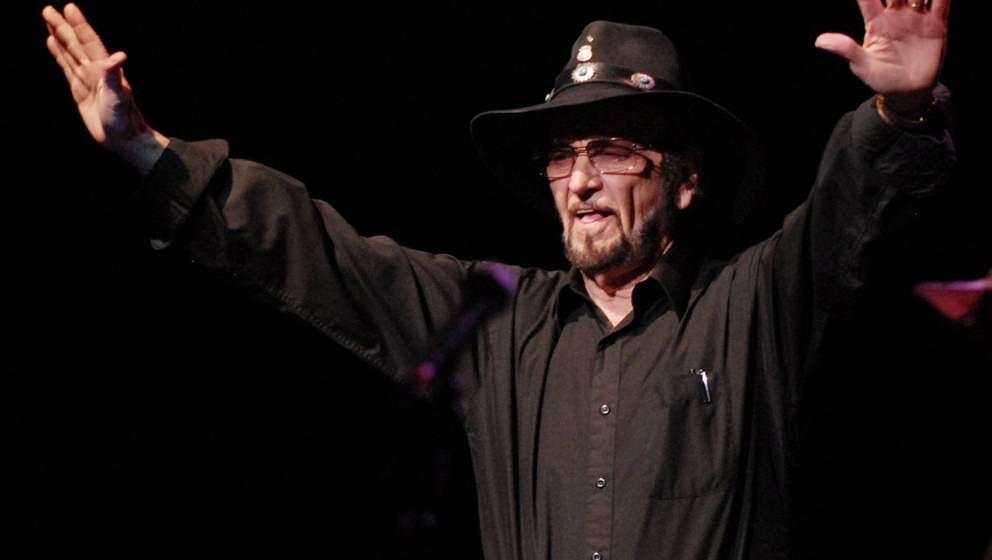Paul English war der Drummer von Willie Nelson. Er starb am 12. Februar 2020 im Alter von 87 Jahren in Dallas, Texas.