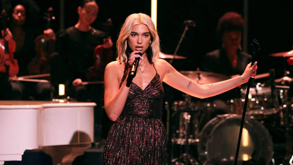 THE TONIGHT SHOW STARRING JIMMY FALLON -- Episode 1179 -- Pictured: Musical guest Dua Lipa performs on December 19, 2019 -- (