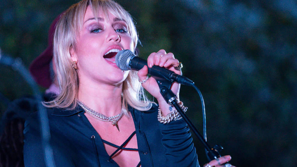 Miley Cyrus live am 8. Februar 2020 in West Hollywood, Kalifornien