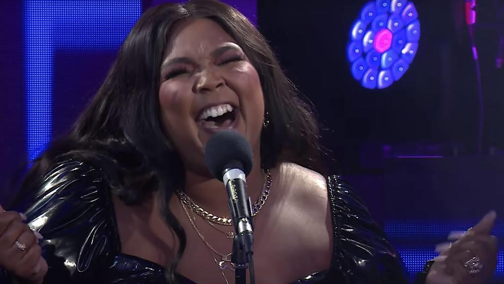 "Lizzo covert Harry Styles Song ""Adore You"" in der BBC Radio 1 Live Lounge am 17. Februar 2020."