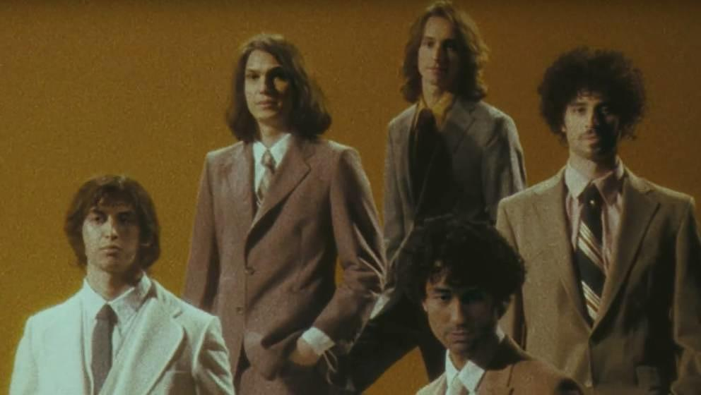 "The Strokes in ihrem neuen Video zu ""Bad Decisions"""