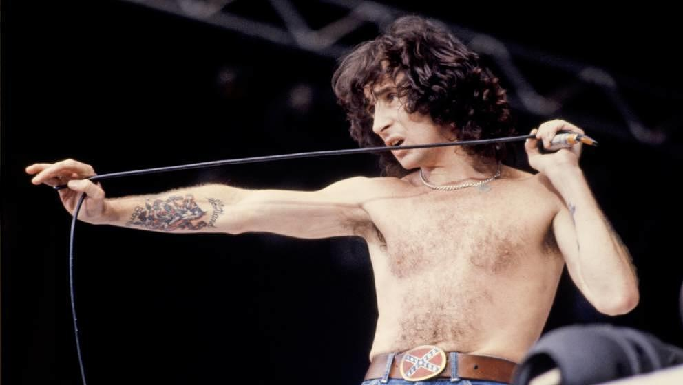 Bon Scott live mit AC/DC am 18. August 1979 im Wembley-Stadion in London