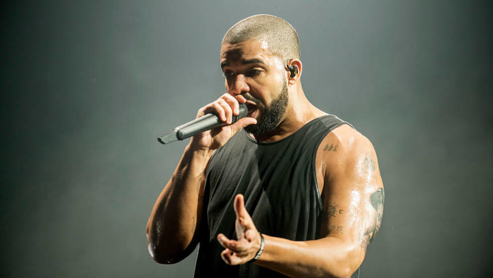 GLASGOW, SCOTLAND - MARCH 23:  Drake performs at The SSE Hydro on March 23, 2017 in Glasgow, United Kingdom.  (Photo by Ross