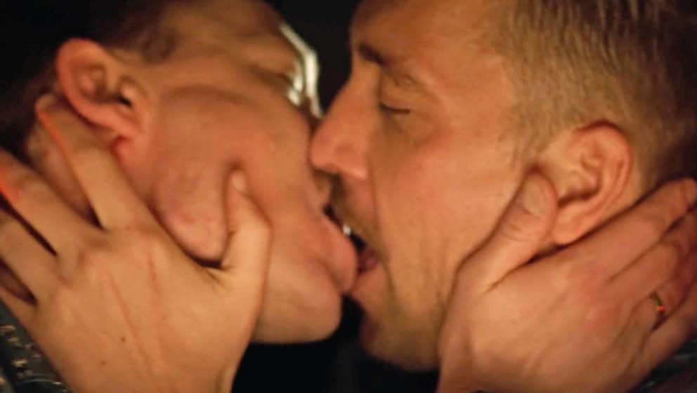 Im neuen Antilopen-Gang-Video wird geküsst.